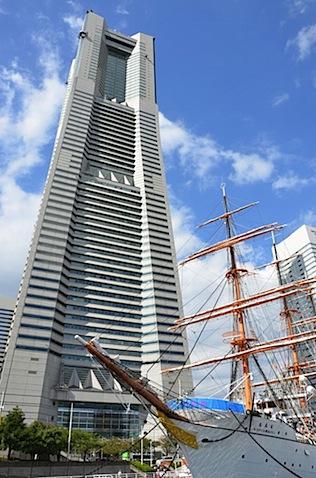 日本丸とランドマークタワー