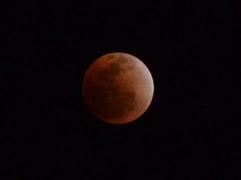 皆既月食を1/6秒で撮影