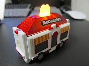 マクドナルドの看板が光る!