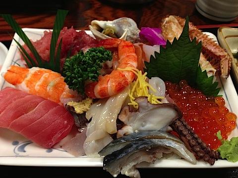 いろんな具材がのっている海鮮丼