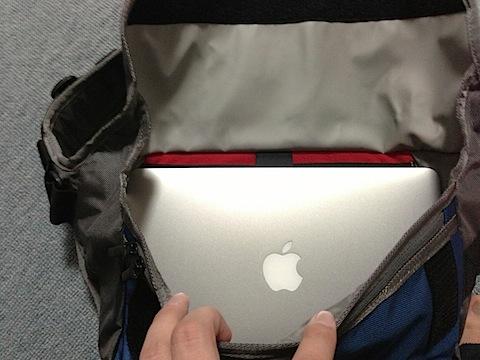 MacBook Air 11インチがピッタリ入る