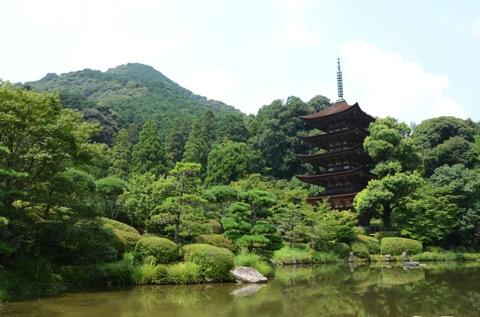 自然との一体感が素晴らしい瑠璃光寺五重塔