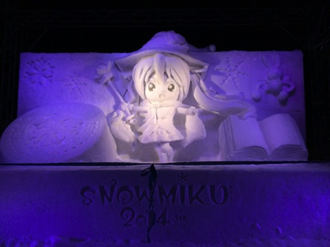 夜間の雪ミクさん
