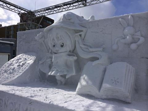 左手側から雪ミクさん-昼