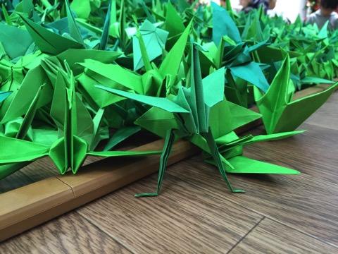足の生えた折り鶴